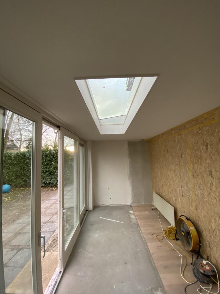 Realisatie 2 aanbouwen te Haren, glazen lichtkoepel 250x70cm