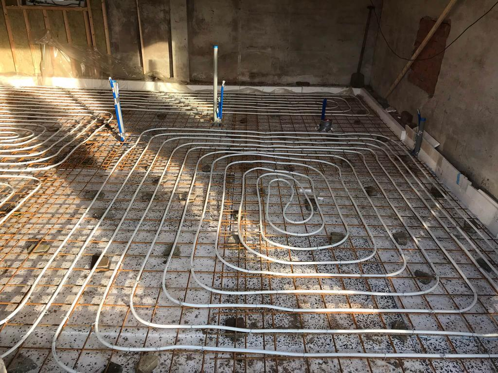 Aanbrengen vloer isolatie en vloerverwarming